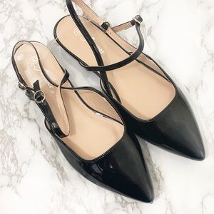 🆕 black pointed toe Strappy flats